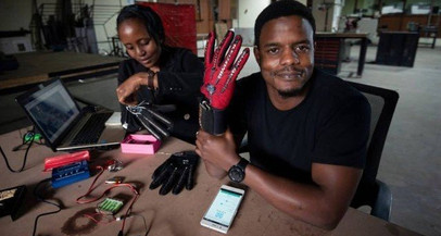 Queniano cria luvas que convertem língua de sinais em áudio