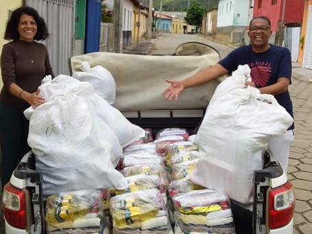 Foram necessárias duas viagens para levar as doações na comunidade Bom Jardim