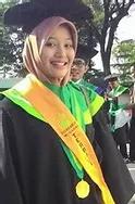 The Best Graduate Goes to Siti Kurniati Rasyad of English Letters