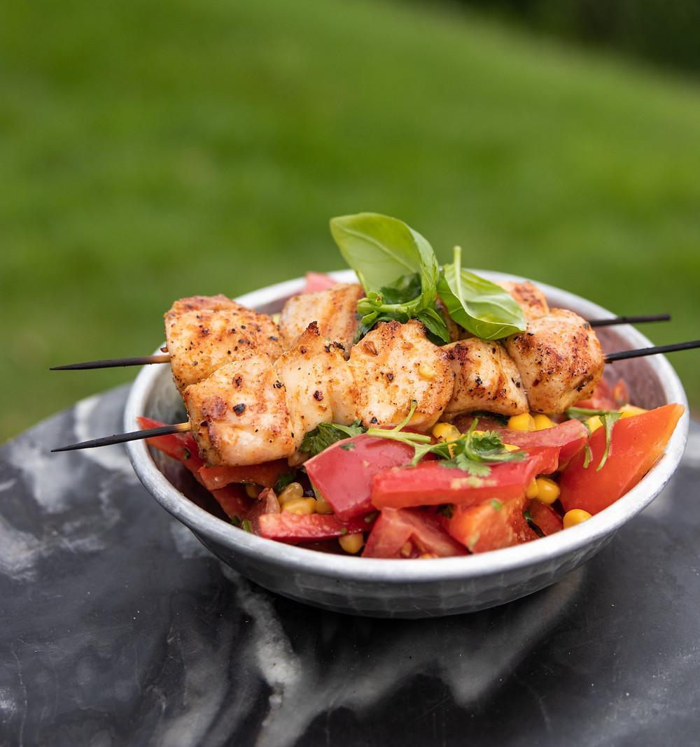 pomidorų, paprikų, avokadų salotos su vištienos iešmeliais, grilio patiekalai, Alfo receptai