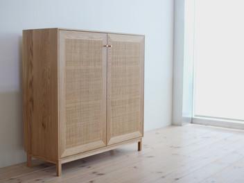 藤の扉のブックボード。