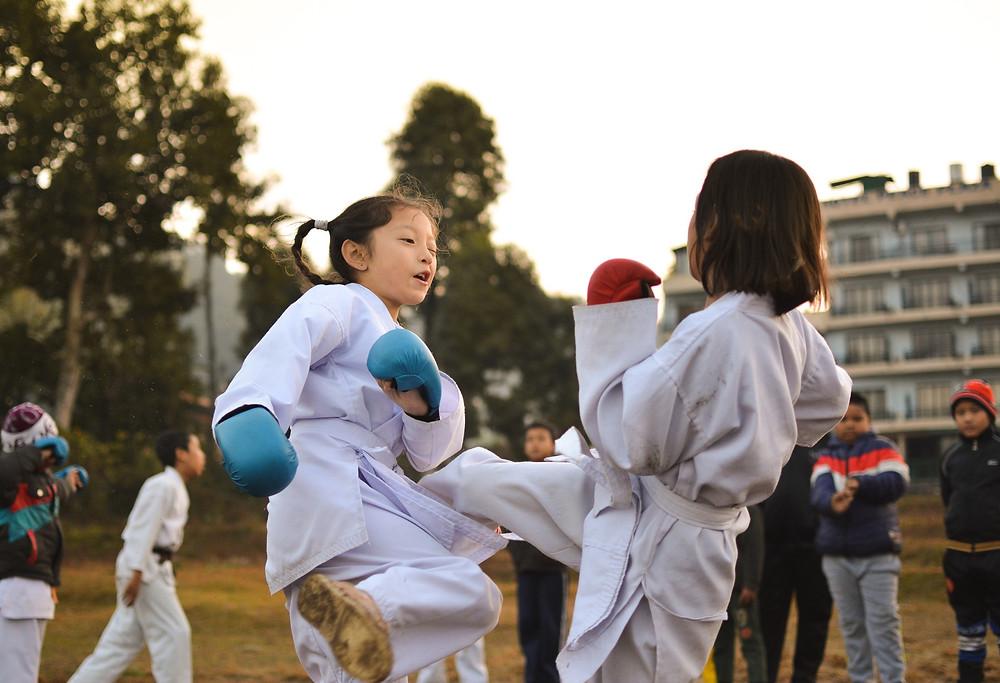 Crianças praticando karate goju ryu seigokan em campos dos goytacazes