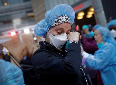 EE.UU. registra por primera vez más de 4.500 muertes en un día por coronavirus