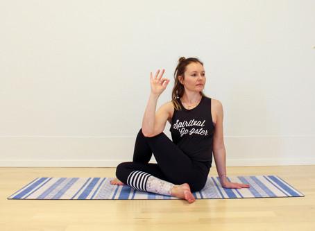 Yogapraxis für den Abend: befreiend, erwärmend & klärend
