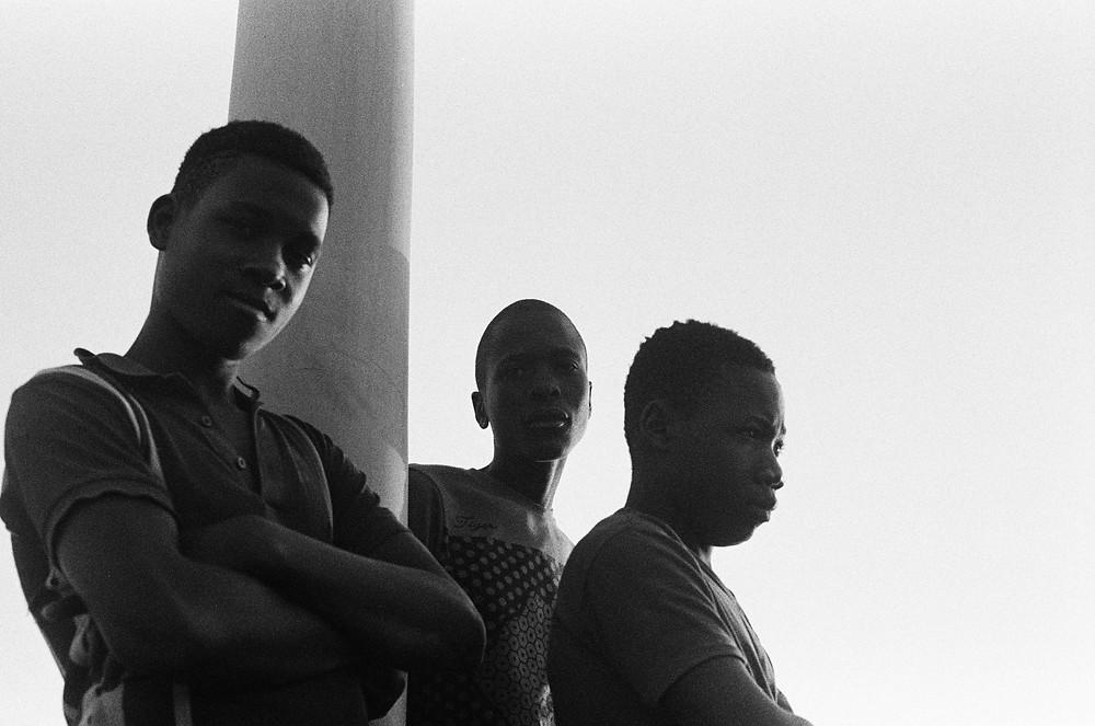 Jovens em Maputo em Moçambique