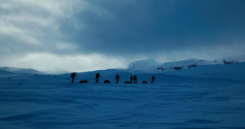 Con nuestras pulkas en el plató. Foto sacada de la filmación de Antartik