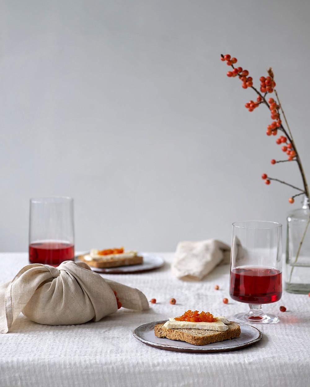 Brødskive med brie og gresskarmarmelade