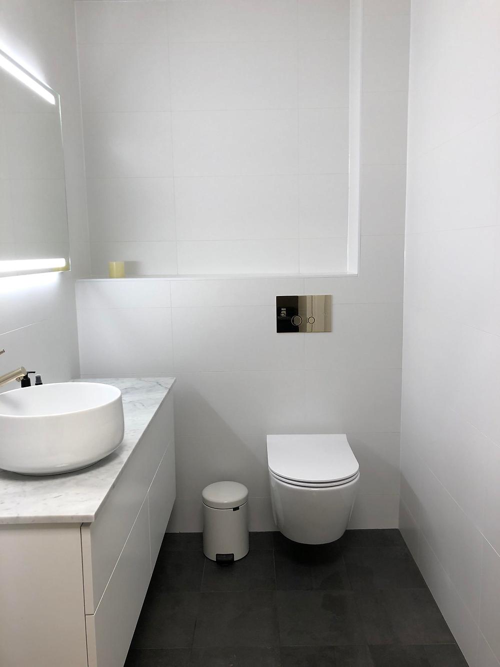 Fotografi av badrummet efter renoveringen utförd av Badrumsgruppen