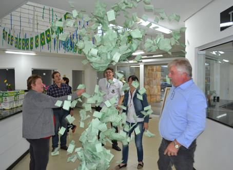 Primeiro sorteio distribui R$ 2 mil em prêmios