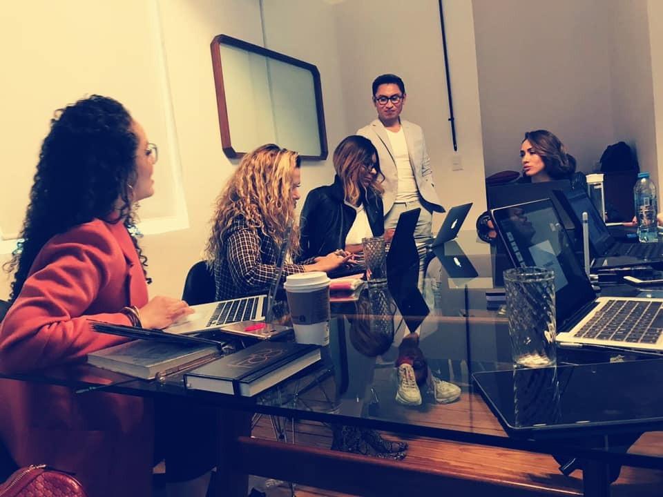 Antonio Estrada impartiendo taller de FASHION WEEK ACADEMY®