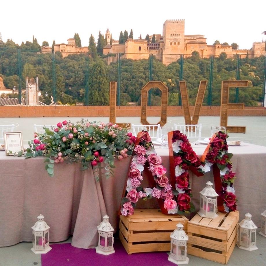 iniciales flores decoracion boda