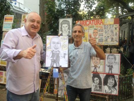 Roberto Caricatura é sucesso na Rua da Praia, em Porto Alegre
