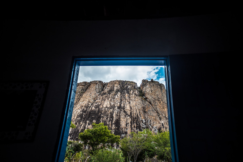 View of the mountain from the window of Abrigo de Montanha de Itatim, a refugee very close to the crag - Foto: Leve de Viagem