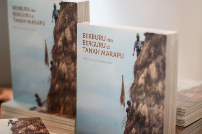 Buku Berburu dan Berguru di Tanah Marapu terbitan Rumah Asuh