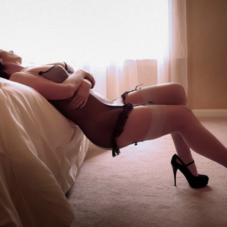 How a Boudoir Photo Really Happens