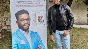 Escritor angolano Lady Mukeba lança livro em Portugal