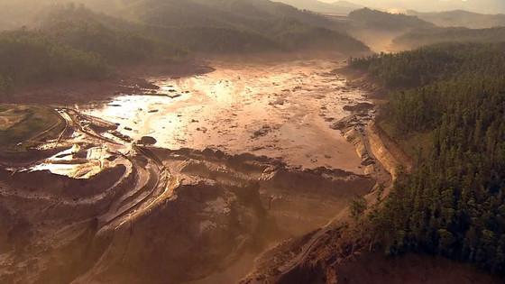 """""""Quantidade de lama que vazou de barragem em Mariana equivale a um 'Pão de Açúcar'"""""""