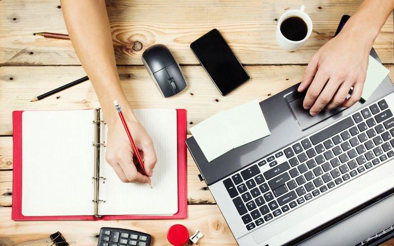 Munca la domiciliu: ce joburi poți face de acasă și ce presupune acest tip de activitate