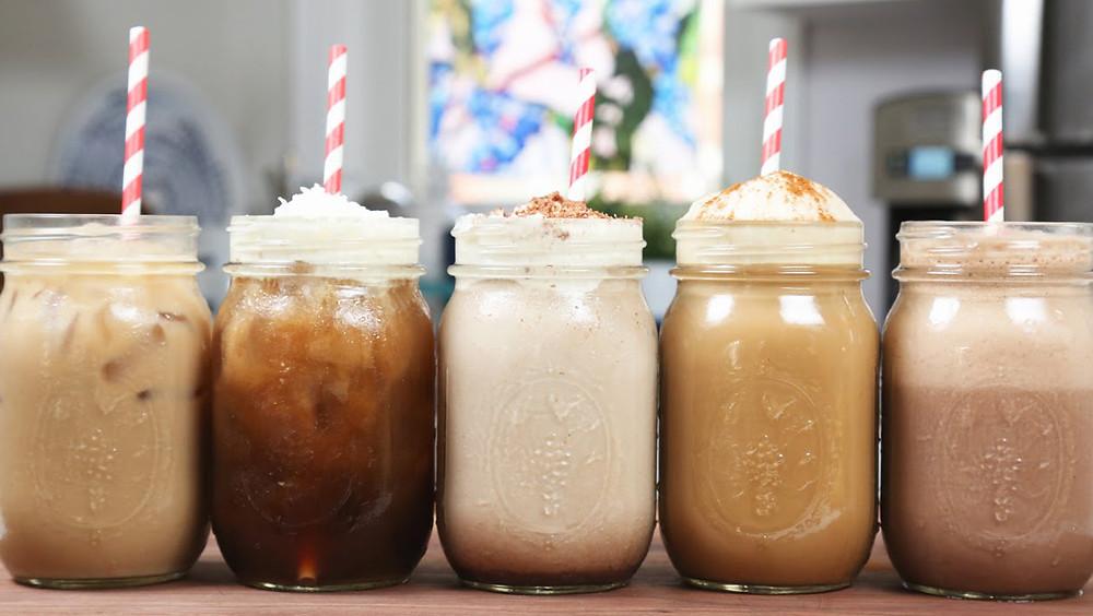 Cinco cafés helados.