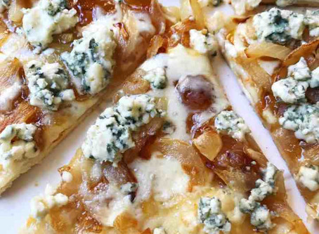 Annika's Recipe: Flatbread with Caramelized Onions and Blue Cheese