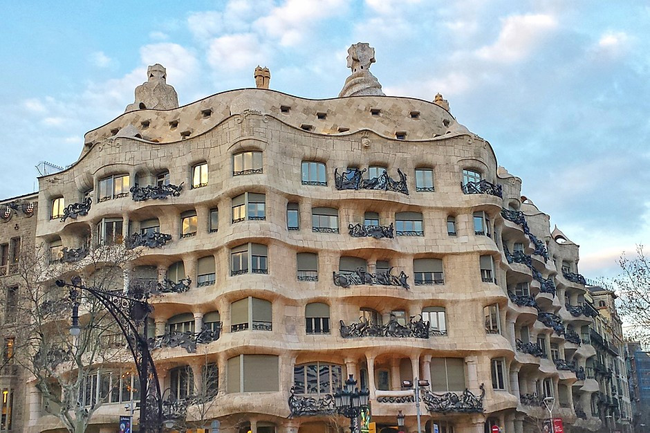 the undulating facade of Casa Mila