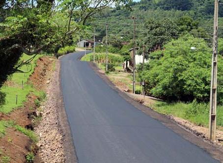Executivo inaugura mais um asfalto no interior