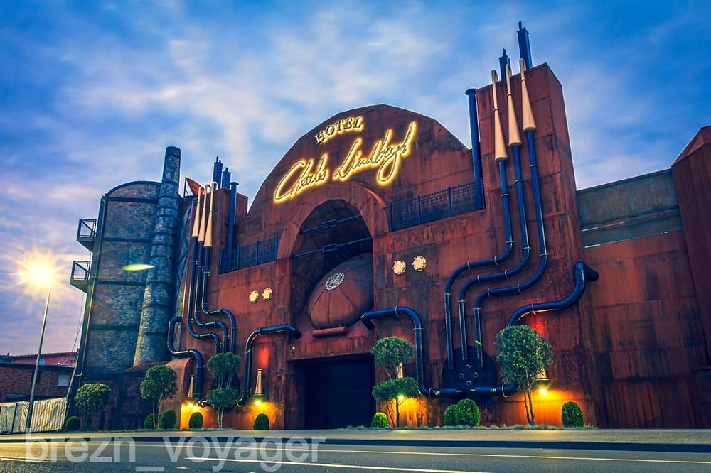 Phantasialand Hotel Charles Lindbergh. Haupteingang von außerhalb des Parks.
