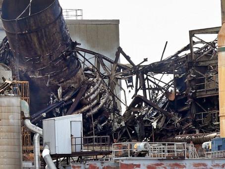Explosão capturada em vídeo danifica fábrica de papel; ninguém machuca
