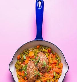 """Tegul kvepia namais: skaniausi maltinukai daržovių """"patale"""""""
