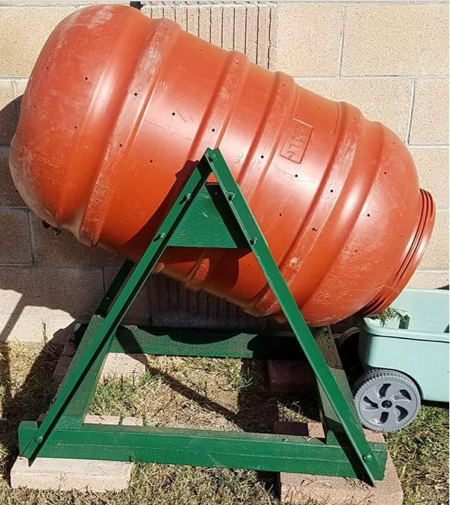 Make a composter from upcycled plastic barrels