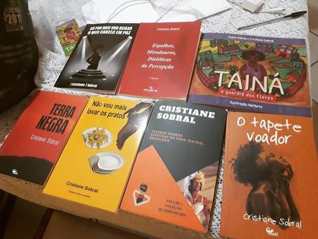 """Cristiane Sobral e a literatura negra: """"Não quero ter amarras, quero escrever"""""""
