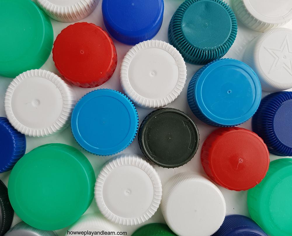 Plastic lids, loose parts