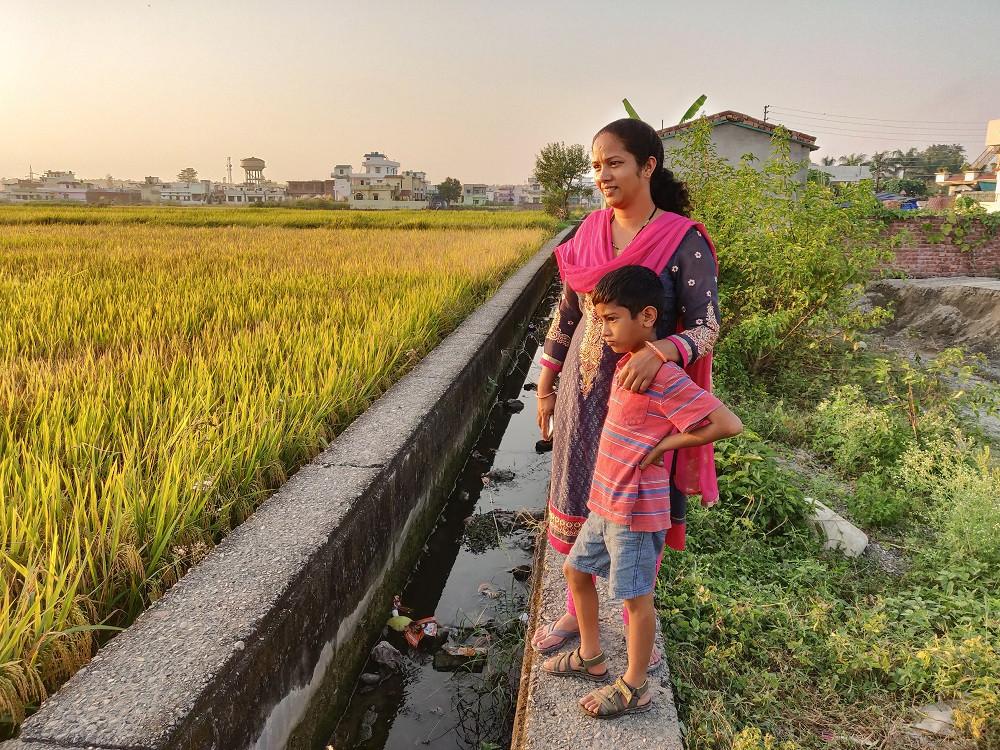 Sunita with her son ©Inspire Crew