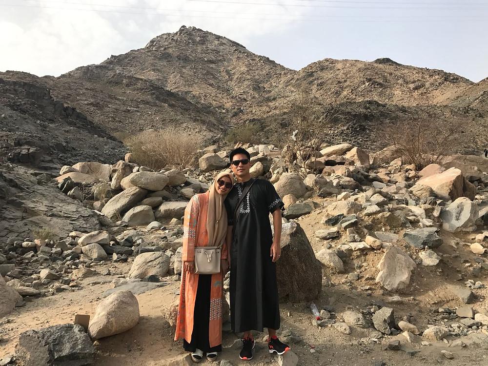 Rini Yulianti dan Michael Ha ibadah Umrah, Padang Arafah, Mekah, Saudi Arabia