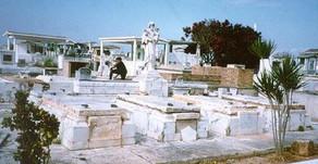 Il y a des églises à Varadero mais pas de cimetière... Où enterrent-ils leurs morts ?