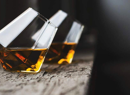 Top 6 Whiskey Glasses To Fancy A Home Bar