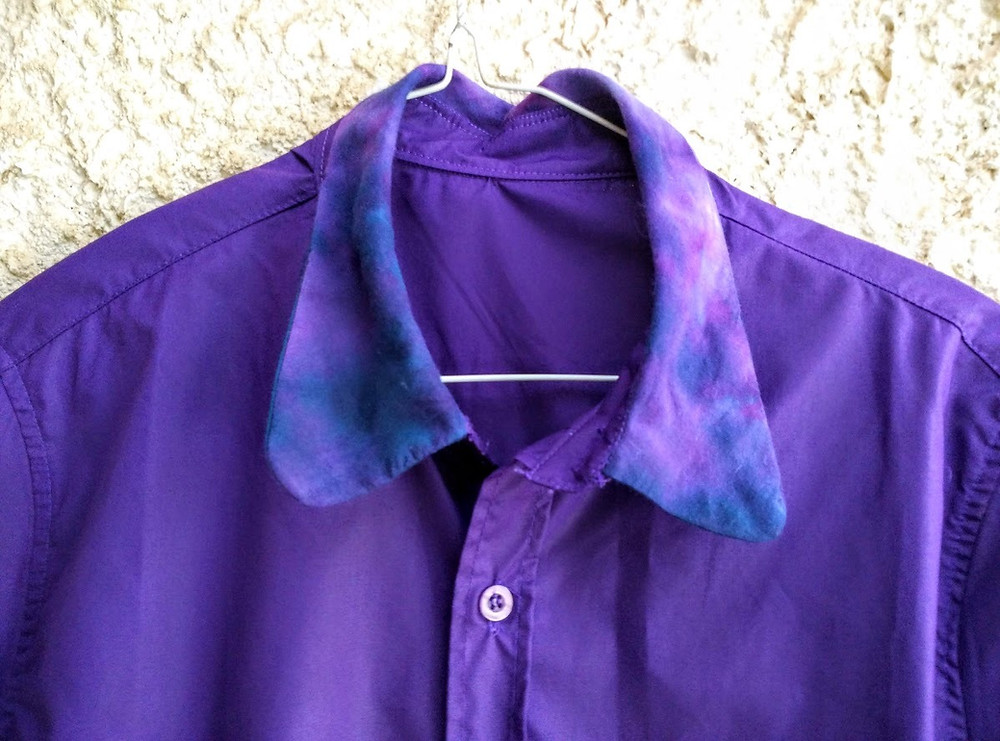 A matching tie dye collar