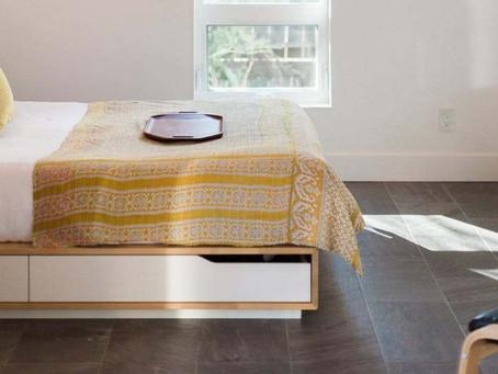 8 formas de organizar o quarto sem usar armários e guarda-roupas