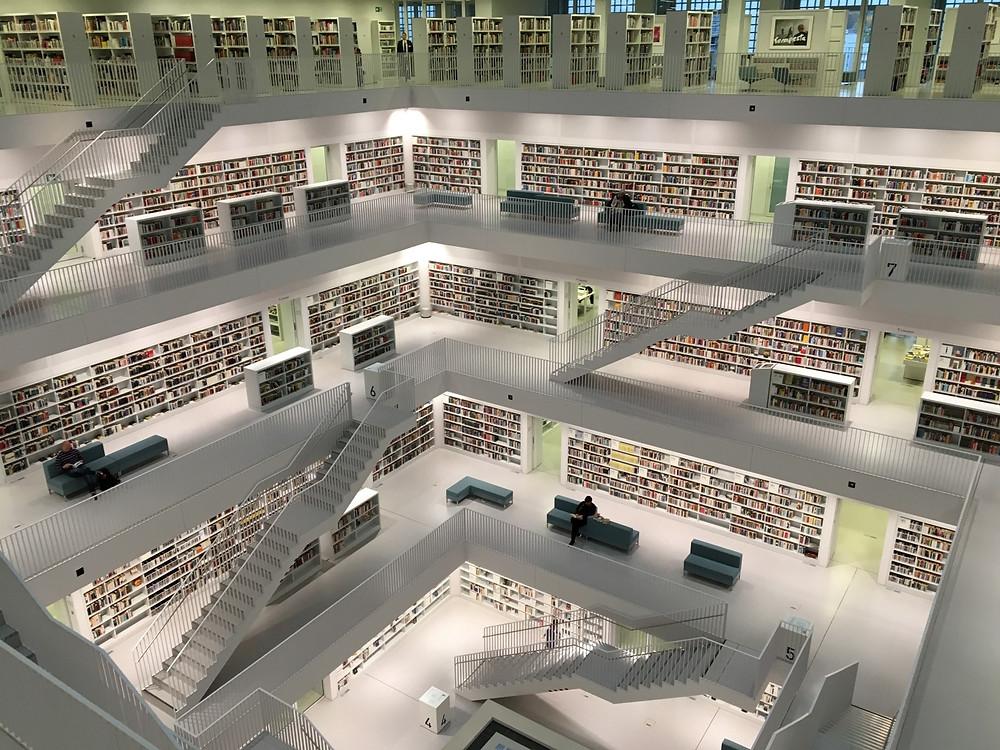 Kütüphaneden bir görünüm.