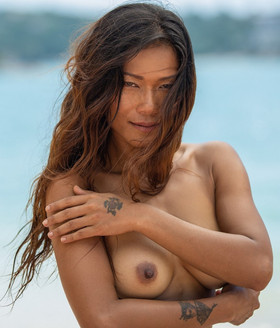 Maki Katana Nude