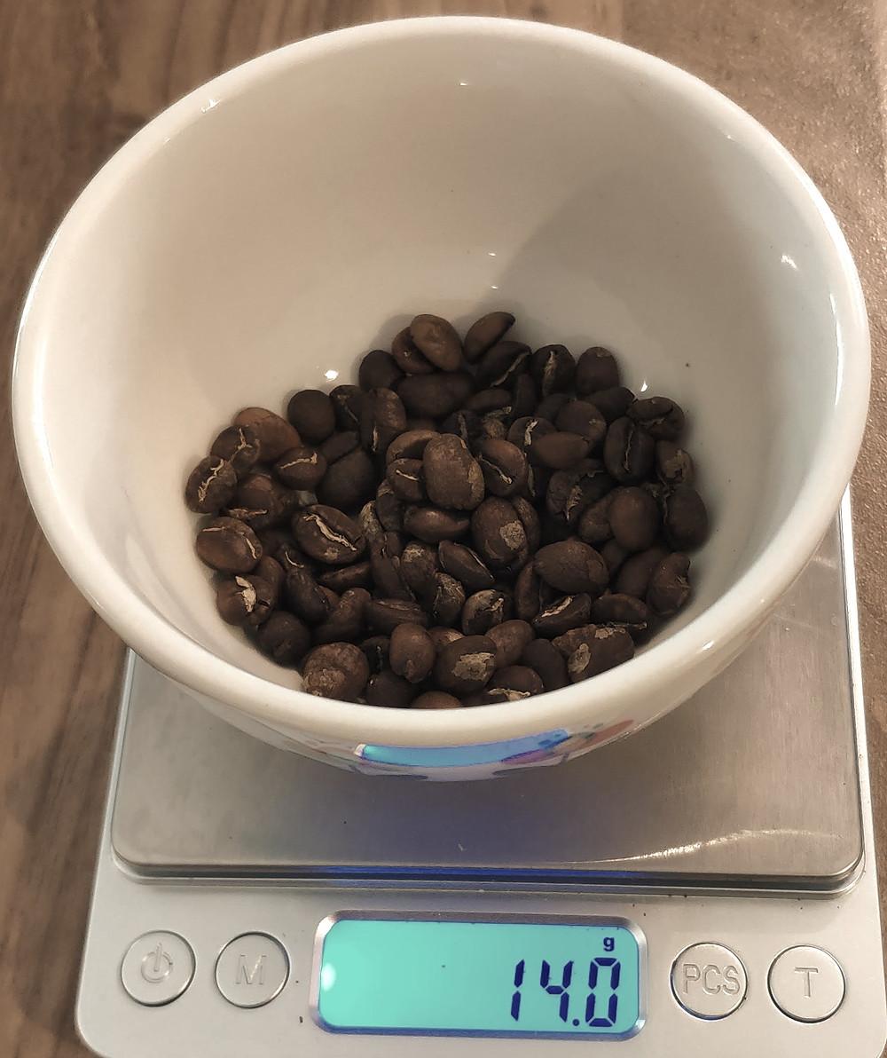Chemex : peser et moudre 14g de café