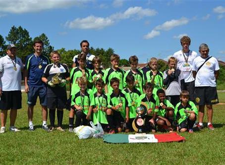 Escolinha se destaca em competições de futebol infantil