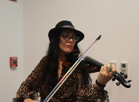 Amazing Violinist Randi Fishenfeld Electrifies the Crowd