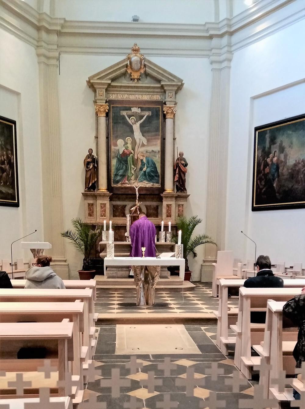 Nejdůležitější relikvií uloženou v kostele svaté Anny v Olomouci je paže této světice