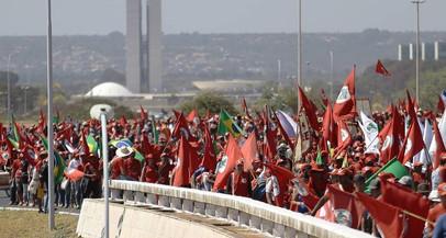 Bolsonaro critica e ministro fala em tirar dinheiro público de escolas do MST