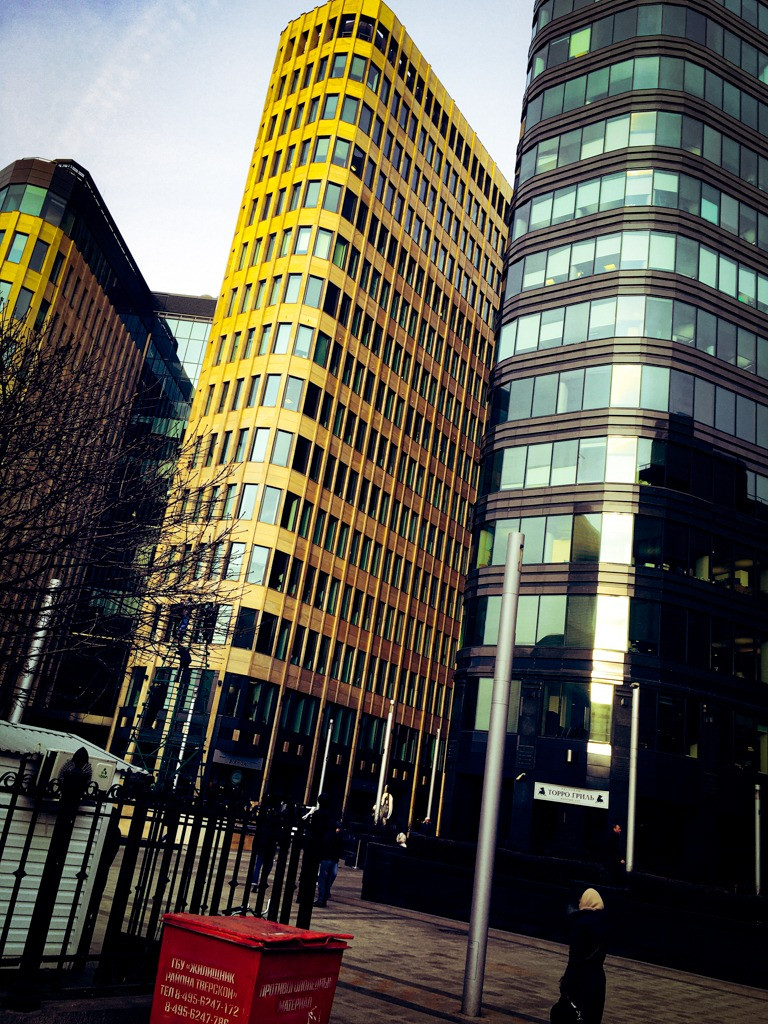 В этих зданиях расположены офисы «PwC», «Deloitte», а также московский офис «J.P.Morgan», «eBay» и прочие