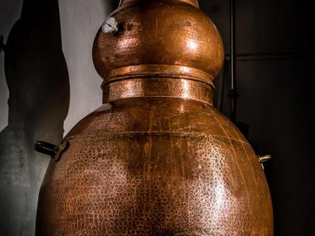 Destilamos en alambique tradicional de cobre