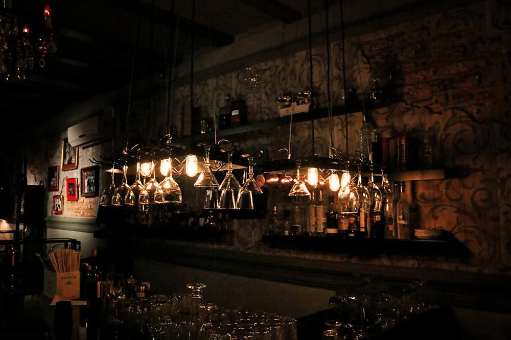 Enmienda 21 dentro de la Casona del Arco , bar clandestino leon, bar lujoso en leon, casona del arco, bar elegante en Leon