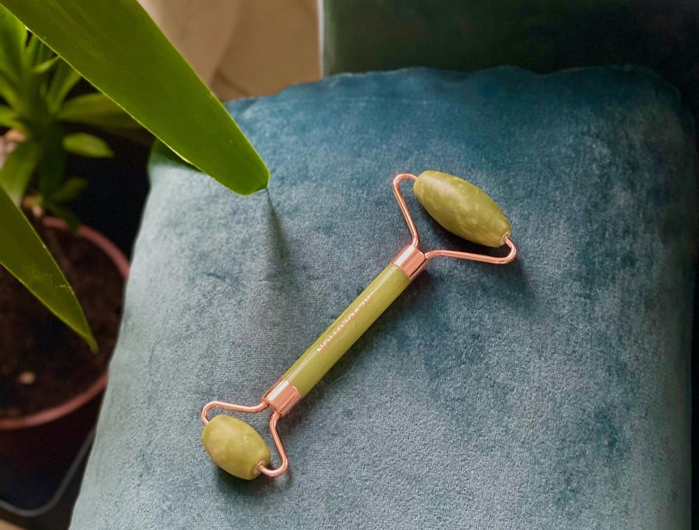 Revolution-skincare-jade-face-roller.jpg