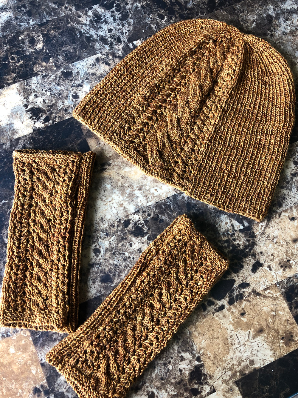 The Irish Pub Crawl Hat & Mitts are now available as a digital download through Ravelry!